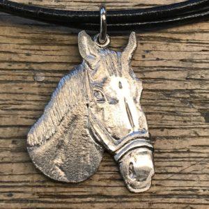 Pferdekopf handgraviert